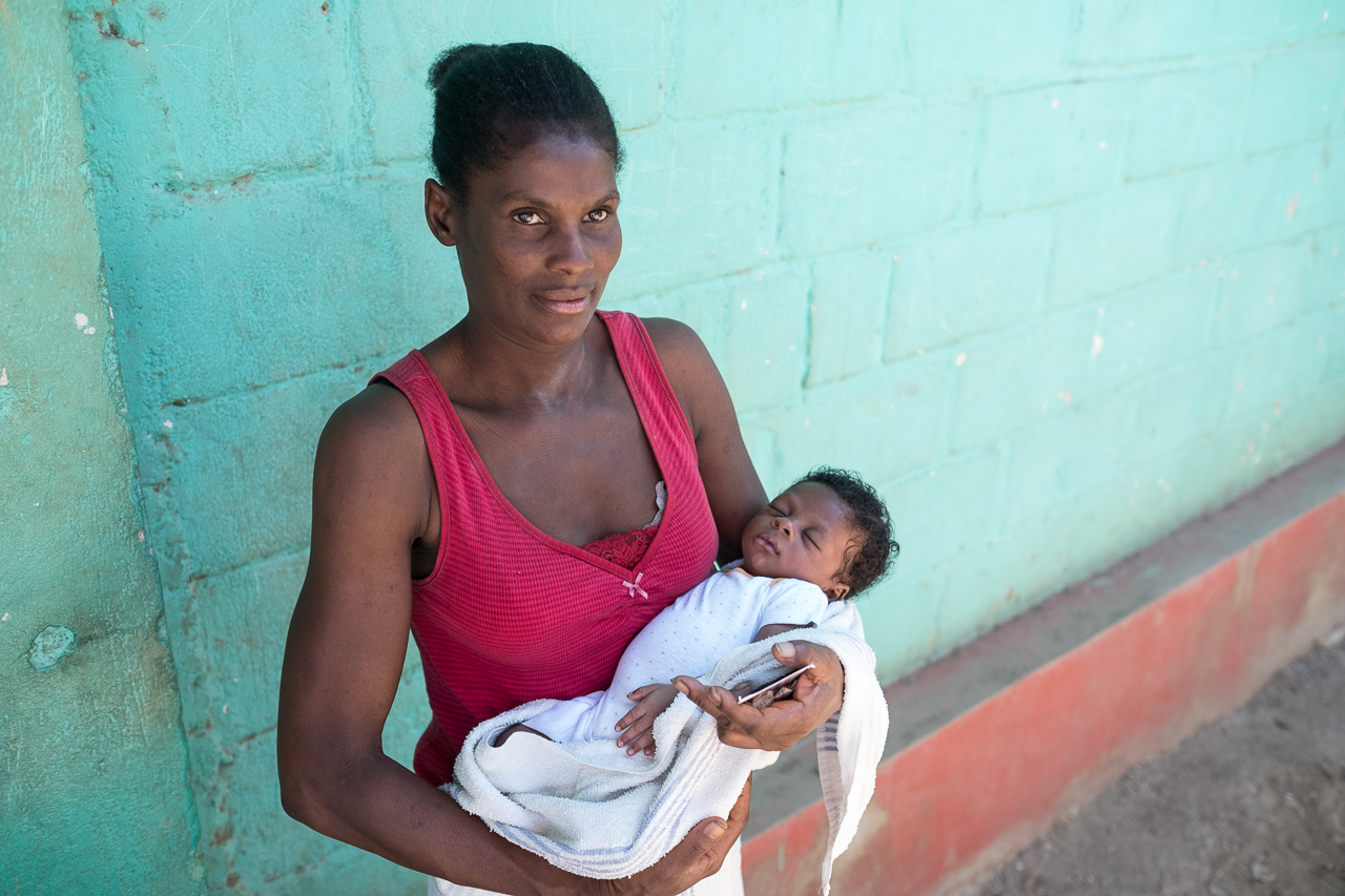 Mother and child, rural Haiti. Midwives For Haiti. Photo: Cheryl Hanna-Truscott.